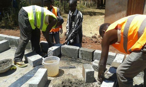 Schultoilette in Kenia